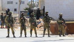الاحتلال يعتقل 40 عاملاً قرب طولكرم أثناء محاولتهم العبور إلى الداخل المحتل