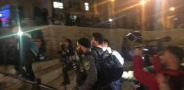 الاحتلال يعتدي على المعتصمين أمام باب العامود