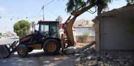 بلدية جنين تواصل إزالة التعديات في شارع الناصرة