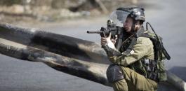 جندي اسرائيلي يطلق النار على اطفال فلسطينيين