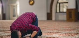 وفاة مصل وهو يصلي