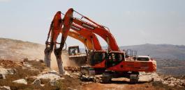 مواطنون يجرفون اراضي المواطنين في بلدة بتير