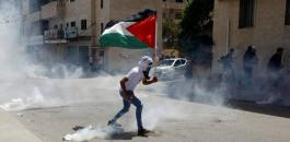 طفل فلسطيني ورفع العلم الفلسطيني
