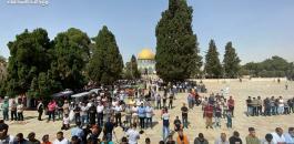 الآلاف اادو الصلاة في المسجد الاقصى