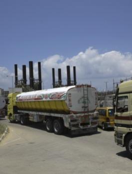 اسرائيل وادخال مواد بناء الى قطاع غزة من مصر