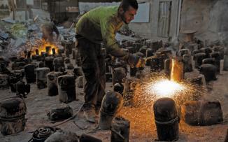 اختراعات فلسطينية لمواجهة الغاز الاسرائيلي في غزة