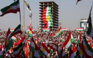 بالصور: رفع الأعلام الإسرائيلية خلال تجمع ضخم لأكراد العراق في أربيل