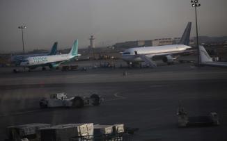 حجاج قطاع غزة يصلون مطار القاهرة
