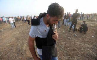إصابة مصور وكالة الأناضول بقنبلة غاز بالصدر خلال تغطيته لمسيرات العودة