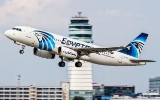 الحظ يمنع وقوع كارثة في طائرة مصرية
