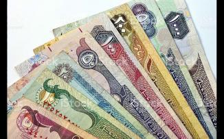 مستول في دبي يجمع 100 الف درهم