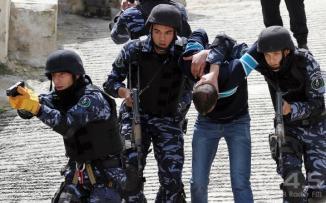 اعتقال منفذ جريم قتل في مخيم الفارعة