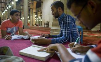 سفارتنا في القاهرة توضح ما تم إقراره لطلبة الدراسات العليا بالجامعات والمعاهد المصرية