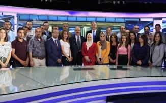 رئيس الوزراء مع كادر تلفزيون فلسطين