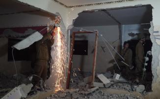 هدم منزل عائلة ابو حميد في مخيم الامعري
