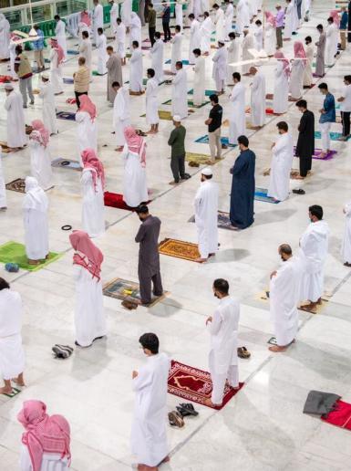 السعودية تعيد فتح المسجد الحرام امام المصلين لاول مرة منذ 7 اشهر