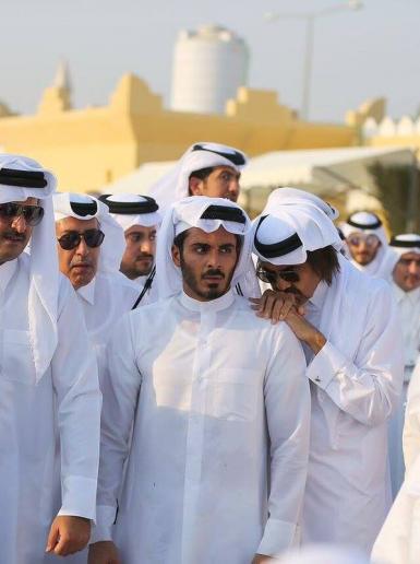 قطر تودع سادس حكامها في جنازة شارك بها الأمير ووالده