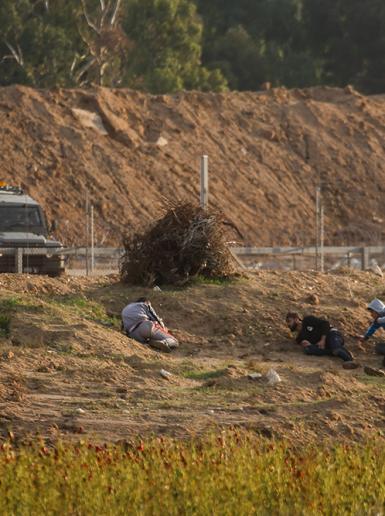مواجهات بين الشبان وقوات الاحتلال شرق مدينة غزة