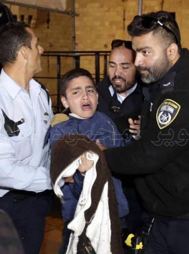 اعتداء جنود الاحتلال على المقدسين أمام باب العامود بالقدس