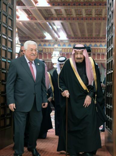 جانب من اللقاء الذي عقده الملك سلمان مع الرئيس عباس في العاصمة السعودية الرياض