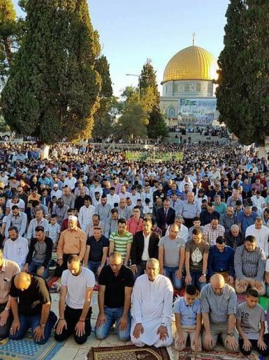 90 الف فلسطيني ادو صلاة عيد الفطر المبارك بالاقصى