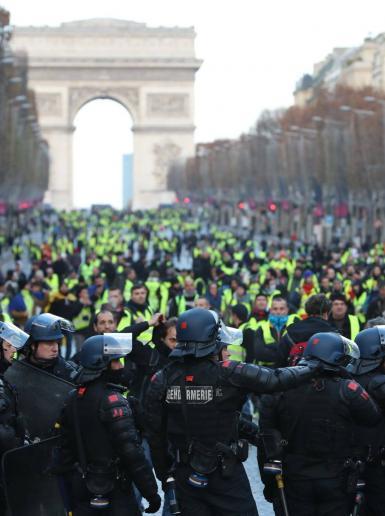 مظاهرات عارمة في باريس للاسبوع الثالث على التوالي رفضا لسياسات الحكومة الفرنسية الاقتصادية