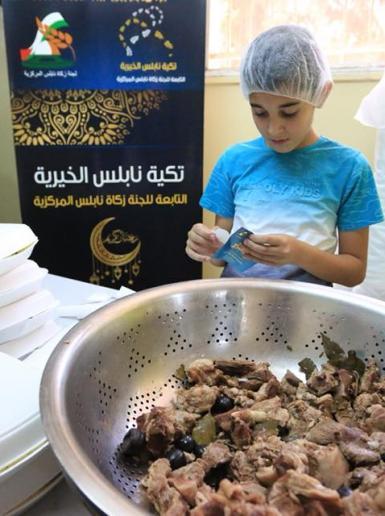 تكية نابلس توزع ١٤٠٠ وجبة لليوم الثالث من شهر رمضان المبارك