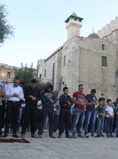 صلاة عيد الفطر في الحرم الابراهيمي الشريف