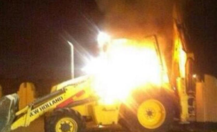 المستوطنون يحرقون جرافة في عصيرة القبلية