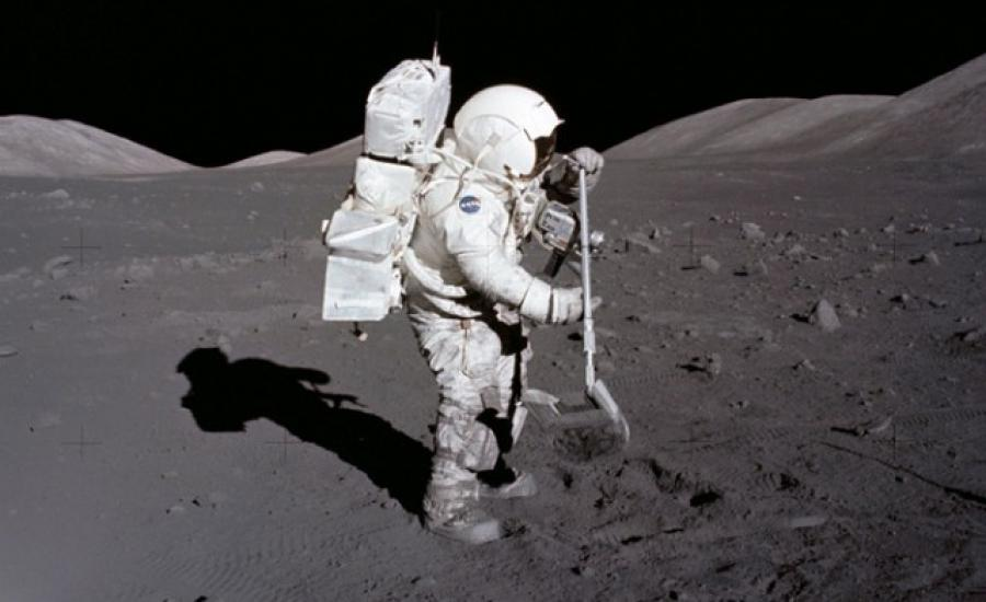 ناسا وماء على سطح القمر