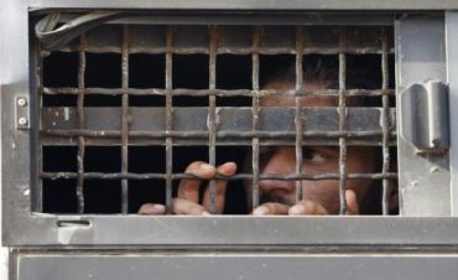 الاسرى في السجون