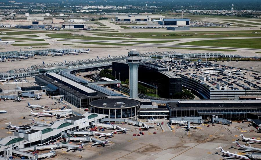 العالقين في مطار شيكاغو