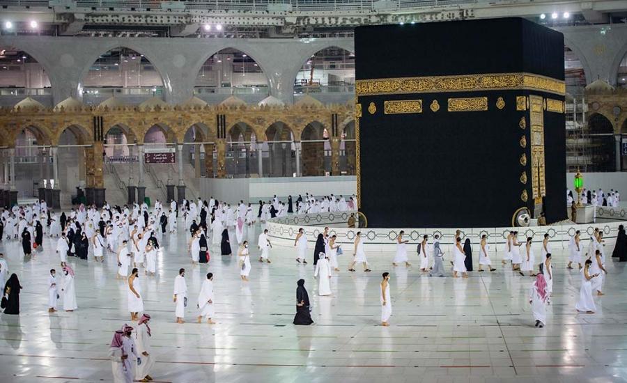السعودية وسيارة تدخل الى الحرم المكي