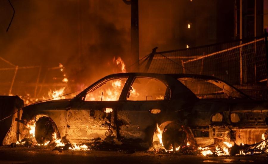 مستوطنين يحرقون مركبات المواطنين في بيت اكسا
