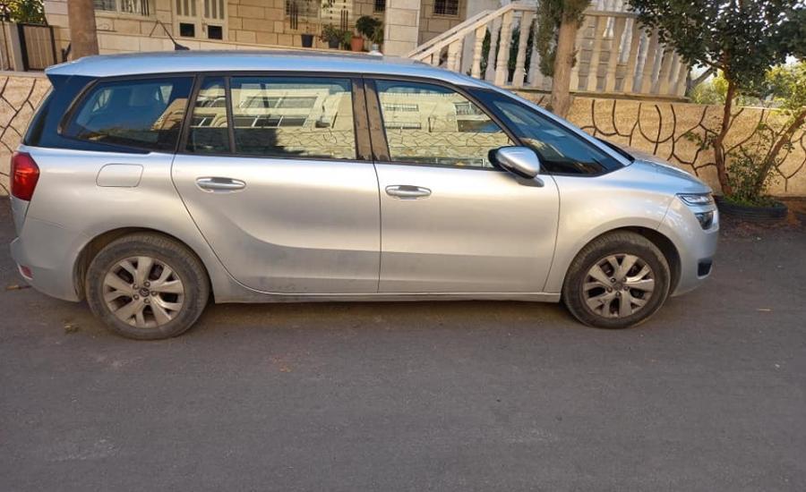الاحتلال يبستولي على مركبة مواطن من بيت ساحور
