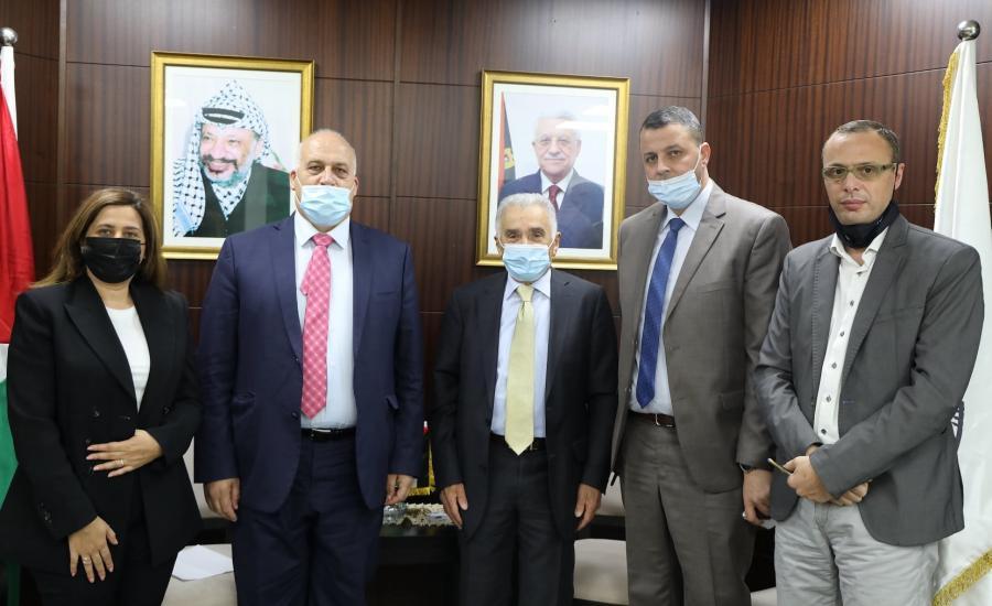 محاكم عمالية في نابلس ورام الله والخليل