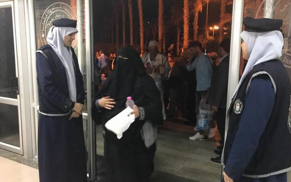 وصول فوج حجاج غزة عبر معبر رفح فجراً - موقع رام الله الإخباري