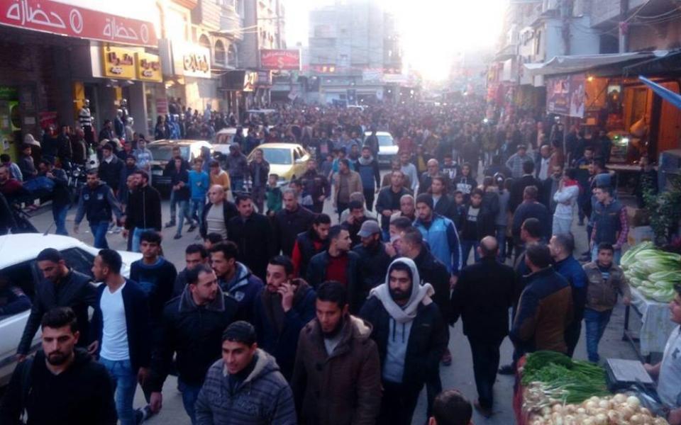 مسيرات في غزة تطالب بحل مشكلة انقطاع التيار الكهربائي - موقع رام الله الإخباري