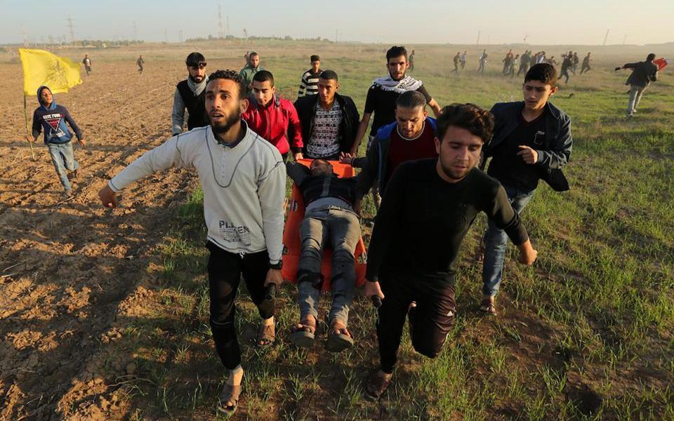 6 إصابات بالرصاص الحي وآخرون بالاختناق بمواجهات شرق غزة - موقع رام الله الإخباري