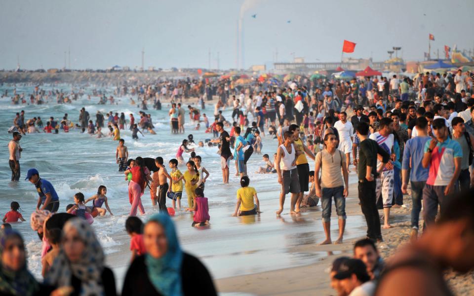 73% من مياه شاطئ غزة ملوثة - موقع رام الله الإخباري