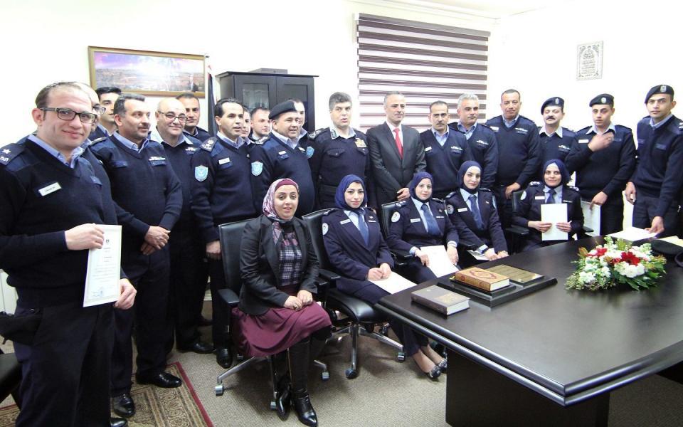 ضباط المختبر الجنائي يؤدون اليمين القانونية أمام وزير العدل - موقع رام الله الإخباري
