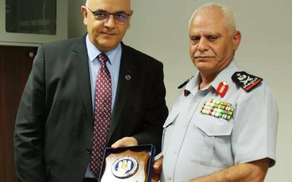 وكيل وزارة الداخلية الروماني  عرفات   يوافق على تدريب ودعم الدفاع المدني الفلسطيني - موقع رام الله الإخباري