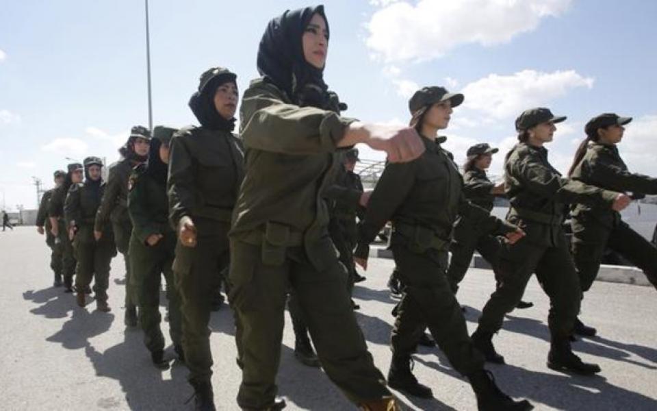اسوة بالذكور ..فتح باب التجنيد للنساء في غزة - موقع رام الله الإخباري