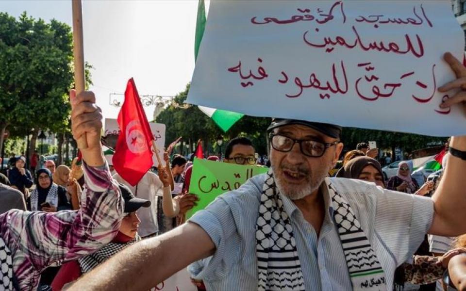 تونس : مظاهرات منددة باغلاق المسجد الأقصى - موقع رام الله الإخباري