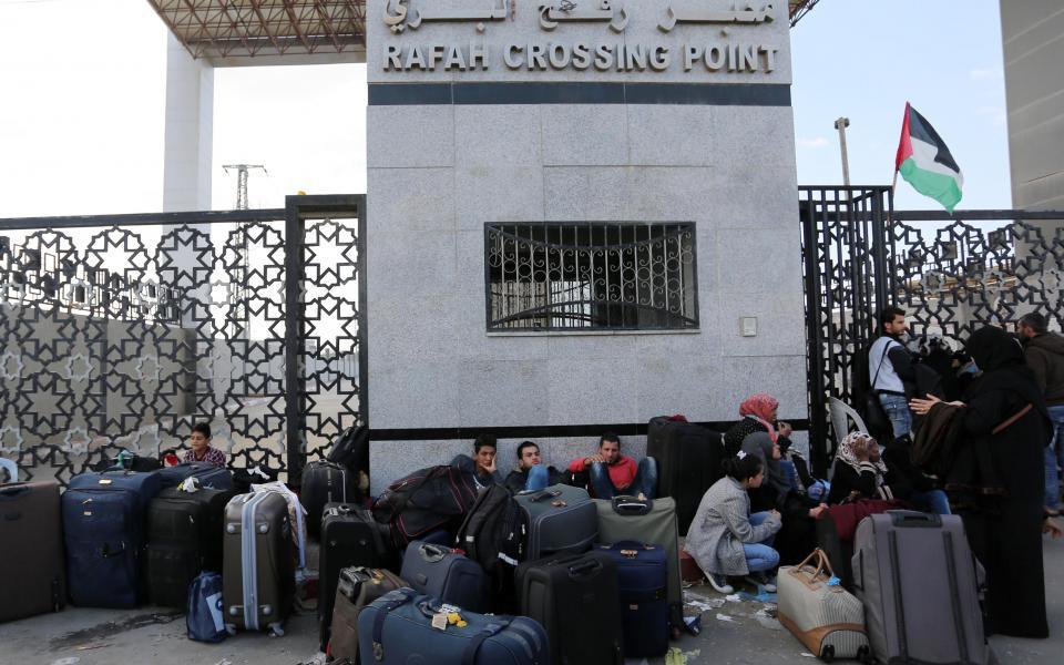 التربية  تدعو الطلبة مغادرة قطاع غزة عبر معبر رفح اليوم السبت حسب القوائم المدرجة - موقع رام الله الإخباري