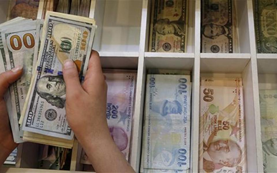 الليرة التركية تتعرض لانخفاض كبير امام الدولار - موقع رام الله الإخباري