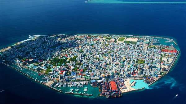 this-strangely-beautifully-and-claustrophobic-island-city-is-male-the-capital-of-the-maldives