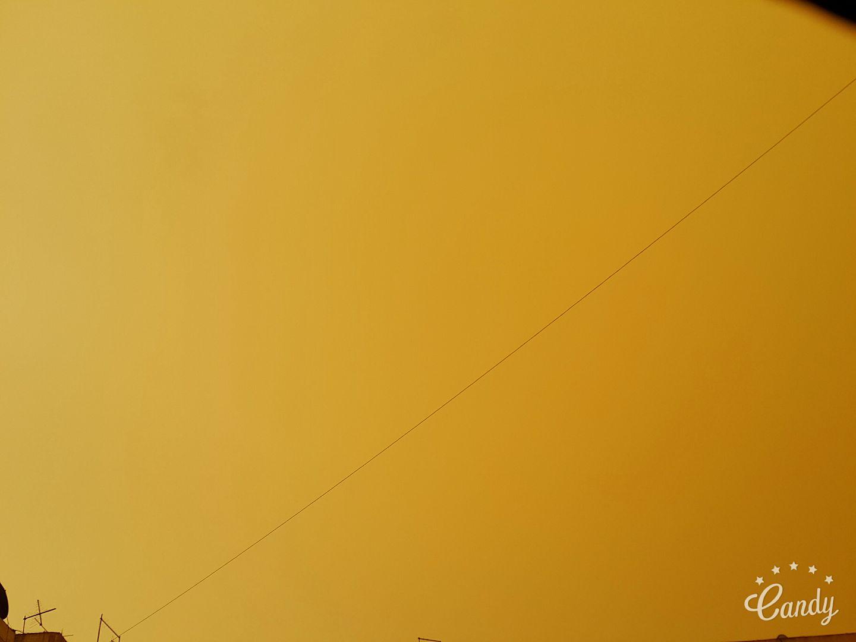 غروب باللون الأصفر