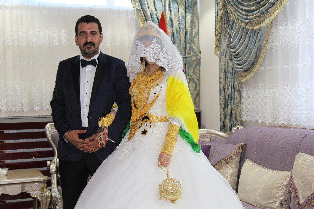 """عروسان تركيان يحصلان على نقوط  """"300"""" الف دولار و15 كيلو من الذهب"""