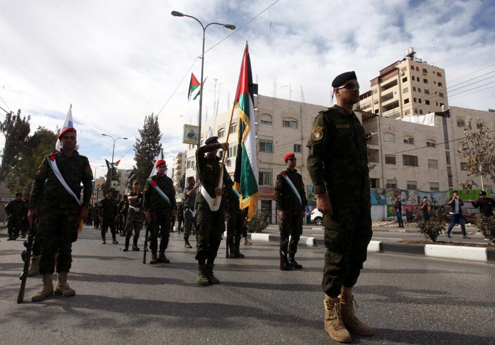 عرض عسكري في الخليل بمناسبة ذكرى اعلان الاستقلال